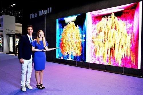 Samsung sap phat hanh 'buc tuong tivi