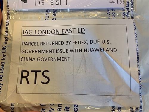 FedEx lai phai xin loi vi tu choi chuyen dien thoai Huawei den My hinh anh 2
