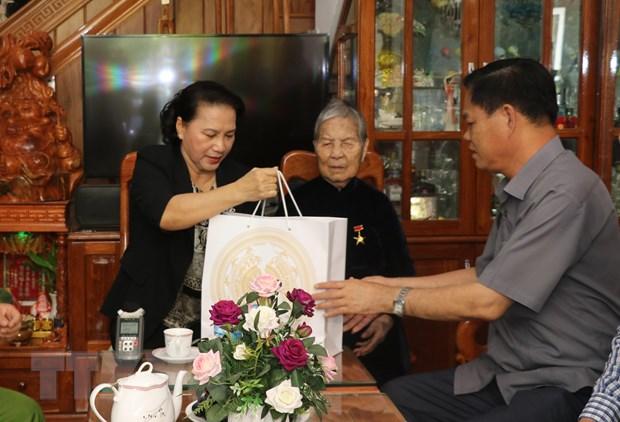 Chu tich Quoc hoi tham me Viet Nam anh hung o tinh Phu Yen hinh anh 1