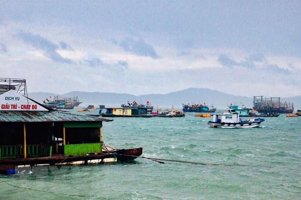 Quang Ninh dua vao bo khoang 4.000 khach du lich de tranh bao so 2 hinh anh 1