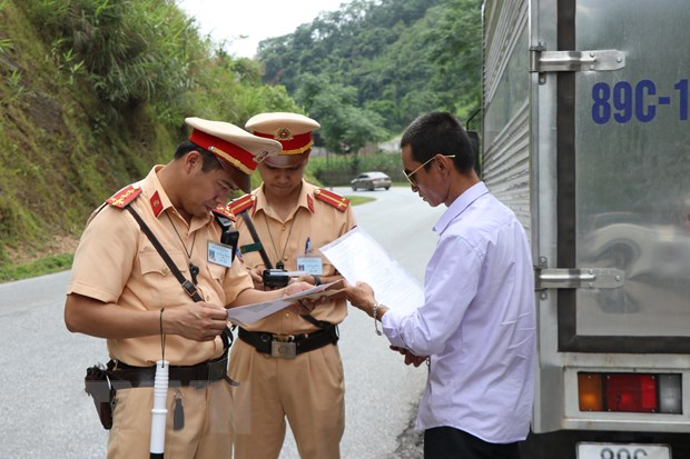 Tu 15/7, Canh sat giao thong se tong kiem soat xe khach, xe container hinh anh 1