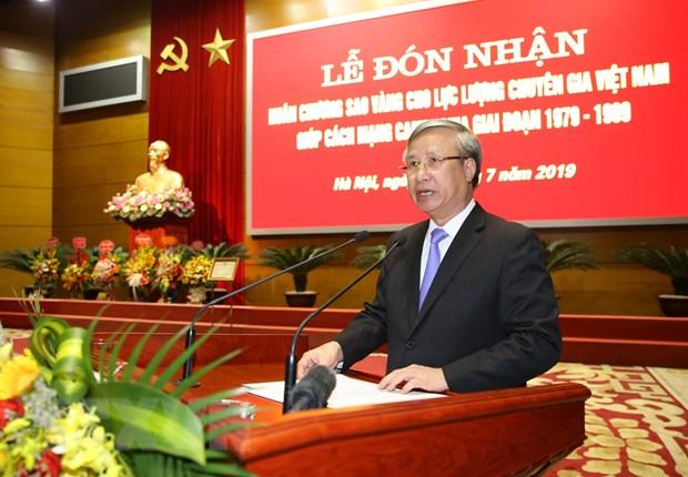 Trao Huan chuong Sao Vang cho luc luong chuyen gia Viet giup Campuchia hinh anh 1