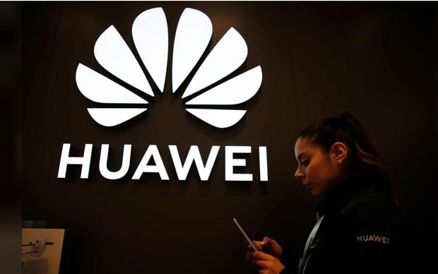 Bat chap bi giam sat chat che, Huawei van dau tu 3,1 ty USD vao Italy hinh anh 1