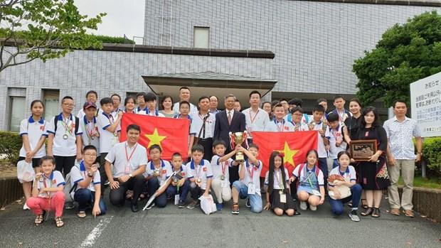 Toàn đoàn Việt Nam chụp ảnh lưu niệm sau lễ bế mạc.