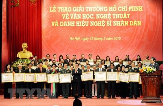 Chinh phu dong y de nghi phong tang nghe sy nhan dan, nghe sy uu tu hinh anh 1