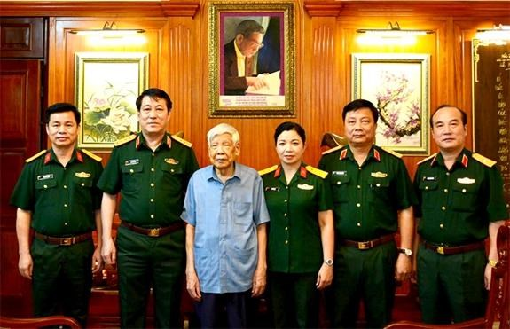 Dai tuong Luong Cuong tham cac nguyen lanh dao Dang, Nha nuoc hinh anh 1
