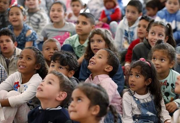 Colombia trao quoc tich cho hon 24.000 tre em Venezuela hinh anh 1