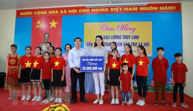 Hoa hau Luong Thuy Linh tham gia cac hoat dong xa hoi tai Cao Bang hinh anh 1