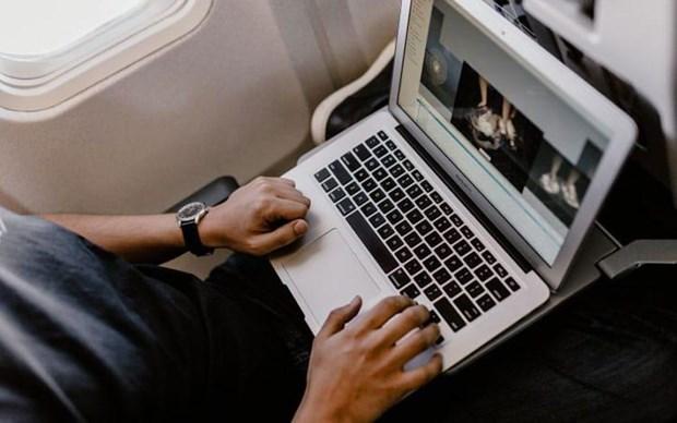 Cuc Hang khong cam mot so may Macbook Pro 15 inch tren cac chuyen bay hinh anh 1