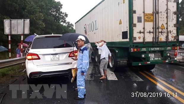Tai nan lien hoan giua 3 xe oto tren cao toc Noi Bai-Lao Cai hinh anh 2