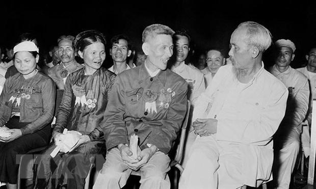 Hoc tap Chu tich Ho Chi Minh - Tam guong lon ve su neu guong hinh anh 3