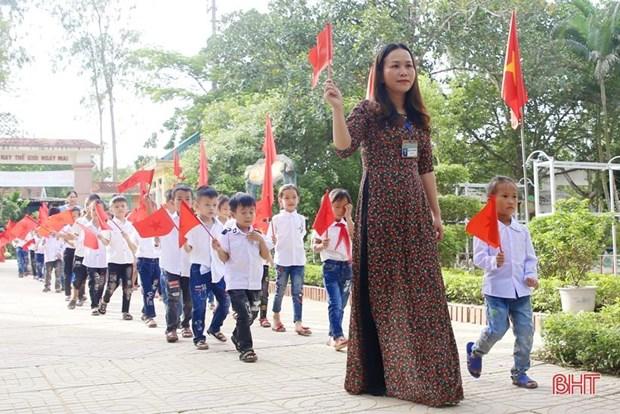Hon 260 truong hoc o cac vung lu Ha Tinh to chuc le khai giang muon hinh anh 1