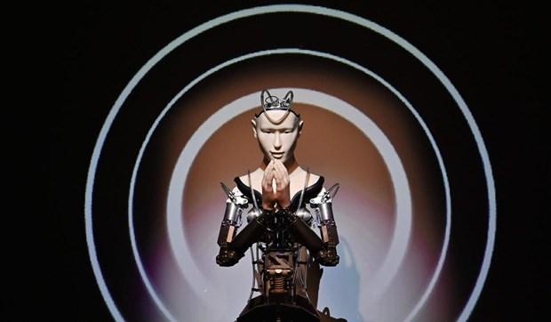 Ngoi chua Nhat Ban dat niem tin chan hung Phat giao vao nha su robot hinh anh 1