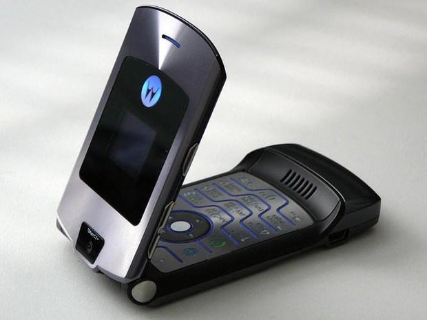 Hang Motorola sap hoi sinh 'tuong dai' dien thoai nap gap Razr? hinh anh 1