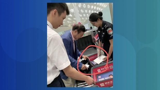 Tranh cai buc anh nha sang lap Huawei Nham Chinh Phi dung iPad hinh anh 1