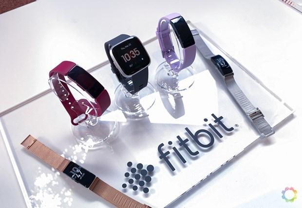 Truoc Google, Facebook da tung tham gia dam phan mua lai Fitbit hinh anh 1