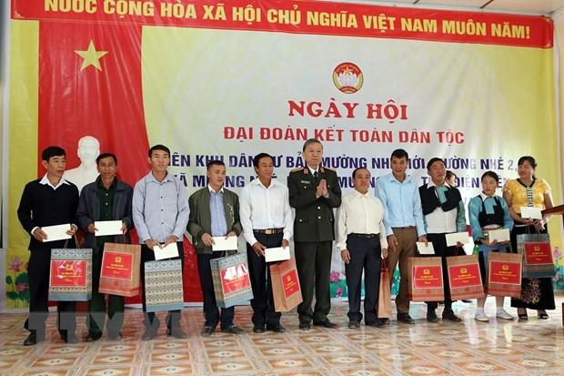 Dai tuong To Lam du Ngay hoi Dai doan ket cung dong bao Muong Nhe hinh anh 1
