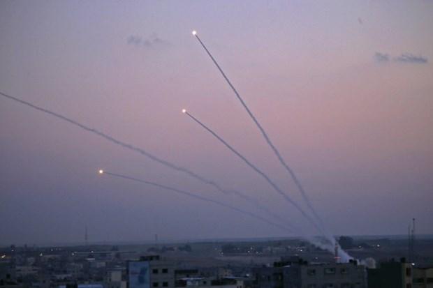 Cac tay sung Palestin ban nhieu rocket vao lanh tho Israel hinh anh 1