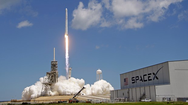 SpaceX lan thu hai phong ve tinh du an cung cap Internet toc do cao hinh anh 1