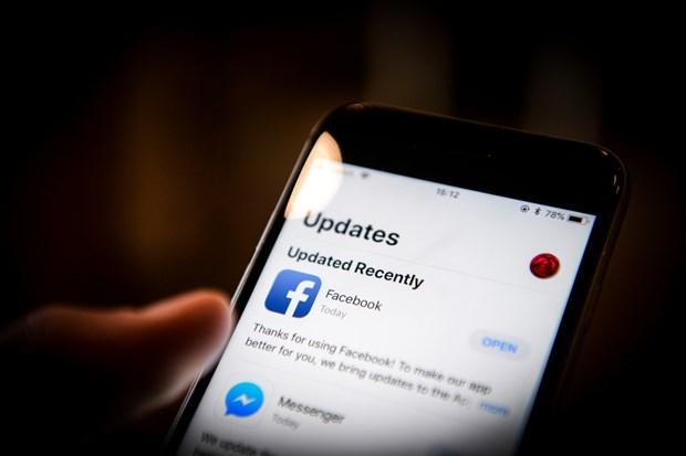 Ung dung Facebook bi mat kich hoat camera iPhone theo doi nguoi dung hinh anh 1