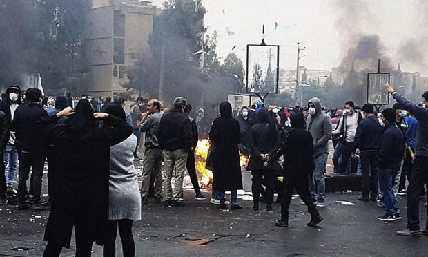 Iran: 3 nhan vien an ninh thiet mang do nhung ke bao loan hinh anh 1