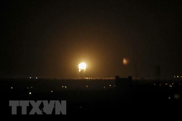 Israel khong kich Dai Gaza nham dap tra cac vu phong rocket hinh anh 1