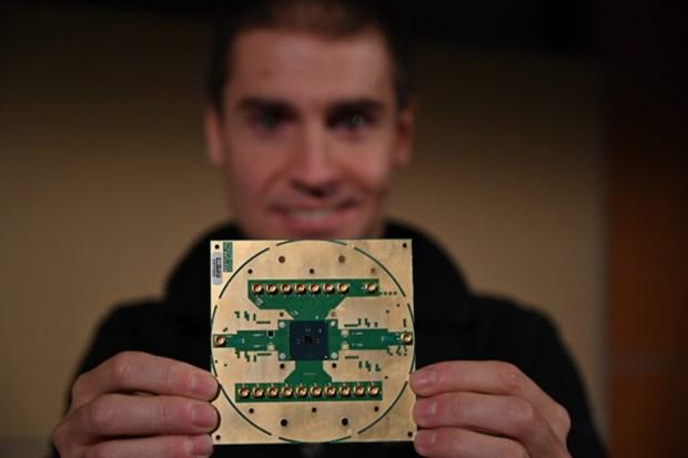 Intel tao ra chip xu ly de dieu khien sieu may tinh luong tu hinh anh 1