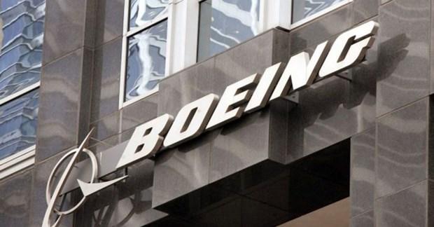 Su co may bay Boeing 737 MAX: Them mot quan chuc cua Boeing 'ra di' hinh anh 1
