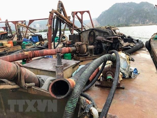 Quang Ninh: Bat qua tang 6 tau khai thac cat trai phep hinh anh 1