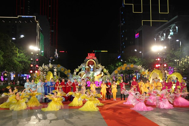 Sac thai van hoa hoi tu tren Duong hoa Nguyen Hue Xuan Canh Ty 2020 hinh anh 1