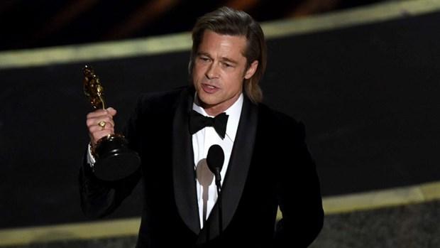 Brad Pitt noi dua dung cham chinh tri khi nhan tuong vang Oscar hinh anh 1