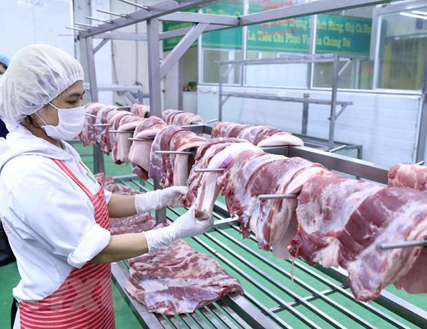 Sản phẩm thịt lợn sau khi chế biến được để trên giá đảm bảo vệ sinh thực phẩm. Ảnh: Vũ Sinh/TTXVN