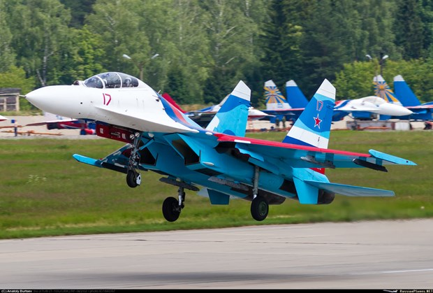 May bay chien dau Su-27 cua quan doi Nga gap nan o Bien Den hinh anh 1