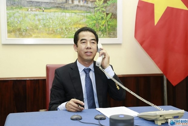 Lanh dao Bo Ngoai giao Viet Nam-Anh dien dam ve phong chong COVID-19 hinh anh 1