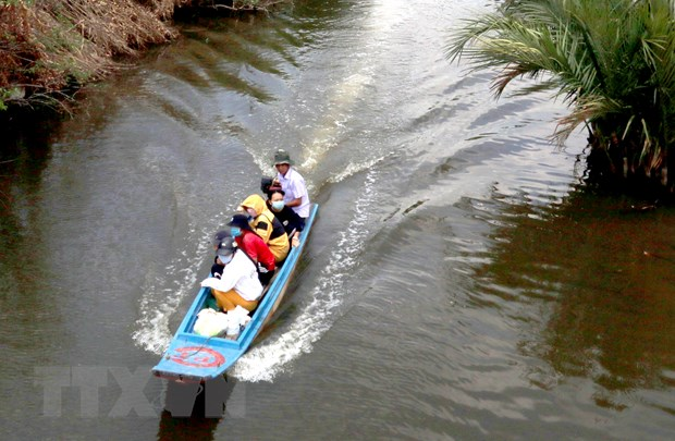 Gap ghenh con duong den truong cua hoc sinh vung U Minh Thuong hinh anh 1