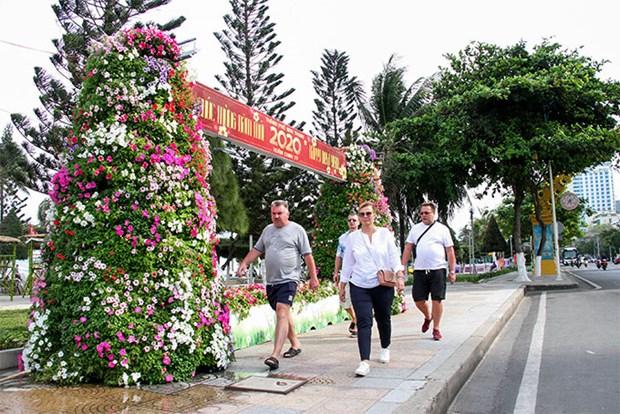Khanh Hoa: Dua hon 180 du khach Nga tu Viet Nam ve nuoc hinh anh 1