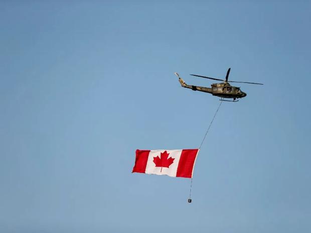 May bay truc thang quan su cua NATO mat tich o Dia Trung Hai hinh anh 1
