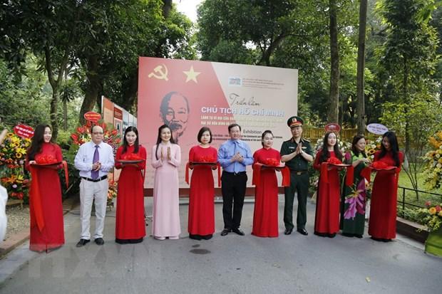 Khai mac trien lam ve Chu tich Ho Chi Minh tai Phu Chu tich hinh anh 1