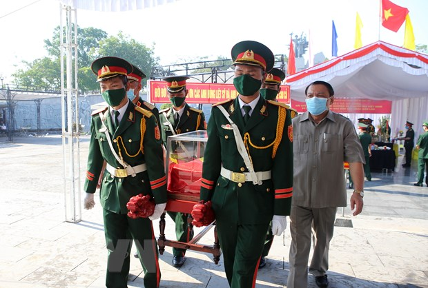 Quang Tri: Phat hien, cat boc mot so hai cot liet sy tren doi tram hinh anh 1
