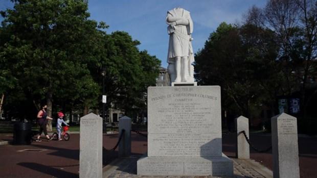My: Thi truong Boston len an viec dap pha tuong Christopher Columbus hinh anh 1
