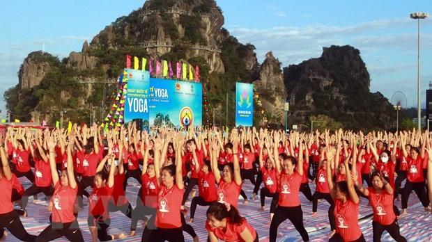 Ngay Quoc te Yoga lan thu 6 thu hut gan 3.000 nguoi tham gia hinh anh 6