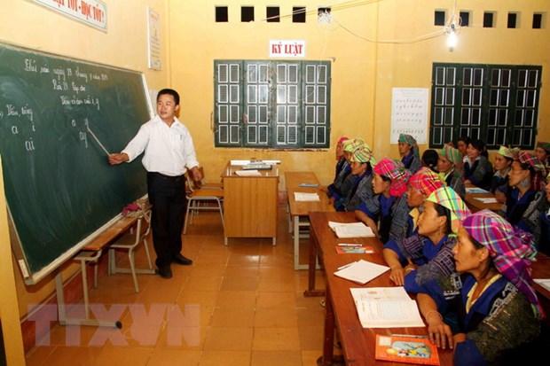 [Photo] Lop hoc xoa mu chu buoi toi cho dong bao Mu Cang Chai hinh anh 1