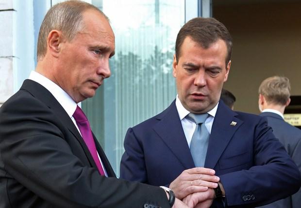Ong Putin va Medvedev tu nguyen cat giam luong ca nhan hinh anh 1