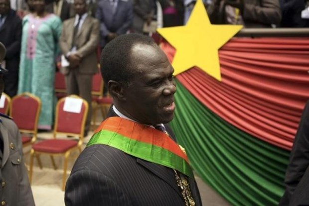Tong thong Burkina Faso an nau trong dinh thu cua Dai su Phap hinh anh 1