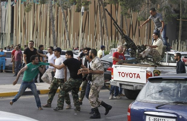 Cac luc luong Libya gianh lai khu vuc quan trong tai Benghazi hinh anh 1
