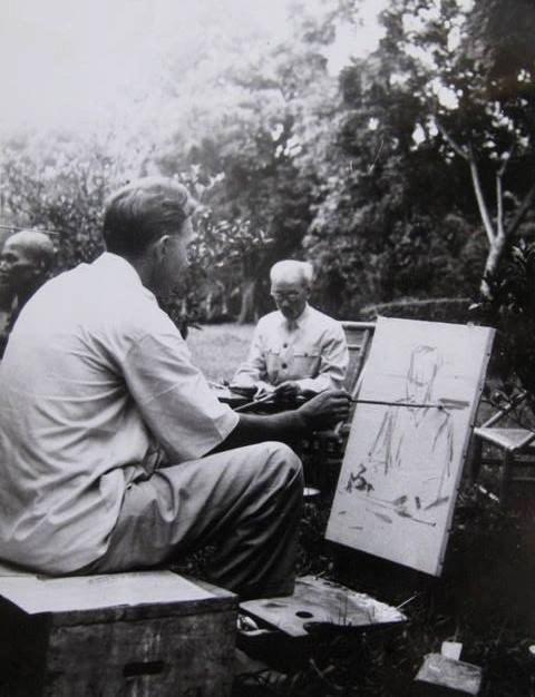 Trien lam tranh ve Viet Nam cua Hoa sy Cong huan Lien xo hinh anh 3