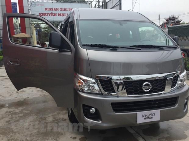 Nissan Viet Nam trinh lang xe NV350 Urvan co gia hon 1 ty dong hinh anh 1