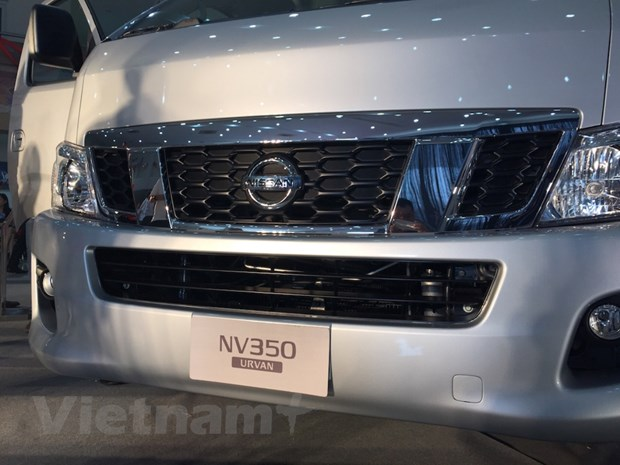 Nissan Viet Nam trinh lang xe NV350 Urvan co gia hon 1 ty dong hinh anh 2