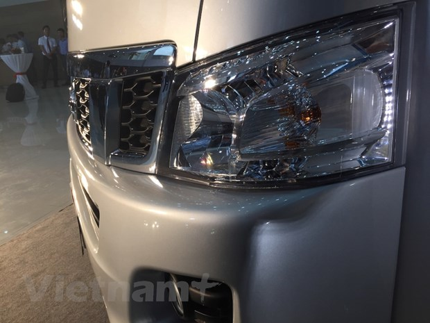 Nissan Viet Nam trinh lang xe NV350 Urvan co gia hon 1 ty dong hinh anh 3