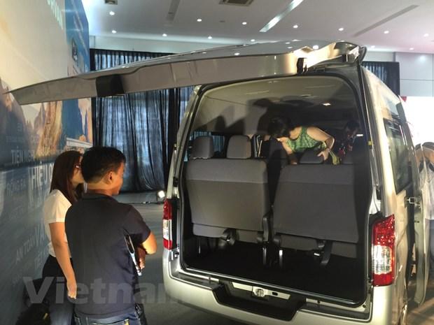 Nissan Viet Nam trinh lang xe NV350 Urvan co gia hon 1 ty dong hinh anh 4
